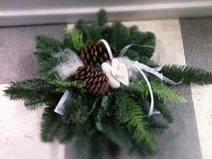 gravsmyckning - Sök på Google Fall Diy, Christmas Wreaths, Holiday Decor, Flowers, Inspiration, Home Decor, Google, Noel, Napkin Folding