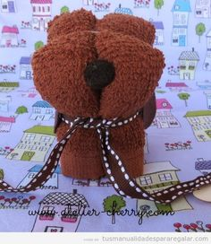 How to Make Cute Puppy with Hand Towel - DIY Tutorials Here comes another project of making cute puppy with hand towel, easy and fun for kids. Materials you may need: Hand towel Rubber band Ribbons Buttons Felt Scissors Needle and thread Diy For Kids, Cool Kids, Creative Baby Gifts, Hand Towels, Diy Tutorial, Cute Puppies, Teddy Bear, Toys, How To Make