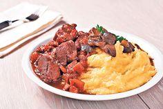 Dacă ţi-a mai rămas mămăligă, o poţi refolosi în reţete delicioase. De asemenea, poţi pregăti reţete sărate şi dulci cu mălai. Sunt gustoase şi uşor de făcut. Convinge-te şi tu! Cu tocană de vită Ingrediente: 500 g carne viţel, 300 g ceapă, 5 căţei de usturoi, sare, piper, boia iute, 3 ardei graşi roşii, 3 … Ethnic Recipes, Food, Essen, Meals, Yemek, Eten