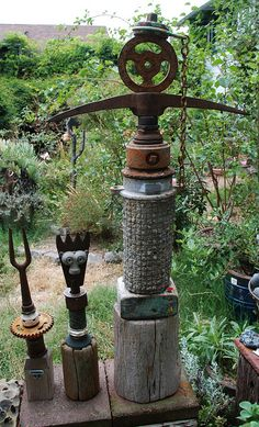 >>Want to know more about outside wall decor. Check the webpage to find out more~~~~~~ The web presence is worth checking out. Rusty Garden, Garden Junk, Metal Yard Art, Scrap Metal Art, Garden Totems, Garden Art, Garden Crafts, Garden Projects, Craft Projects