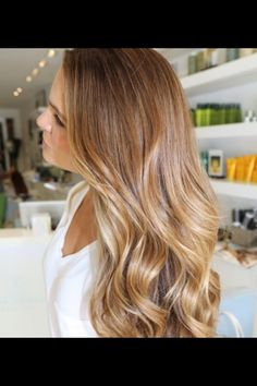 Seriously love the color. A very natural, pleasant ombré. I love!