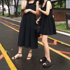 Retro South Korea chic winds wrinkle wood ears black thick shoulder strap doll skirt summer was thin belt dress