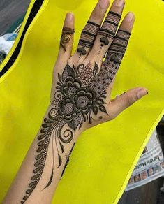 Small Henna Designs, Traditional Henna Designs, Round Mehndi Design, Floral Henna Designs, Latest Henna Designs, Back Hand Mehndi Designs, Stylish Mehndi Designs, Full Hand Mehndi Designs, Mehndi Designs Book