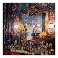 Diana Vreeland's vanity  (pin via Jasmine Chiu)  perfume bottles!
