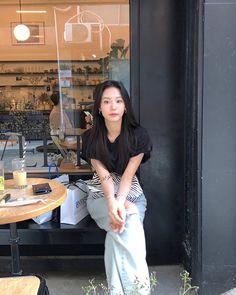 ภาพจาก Instagram โดย @_seonhye • 22 มิถุนายน 2020 เวลา 16:25 น. Casual Outfits, Cute Outfits, Asian Style, Korean Style, Classy Casual, How To Pose, Aesthetic Girl, Fashion 2020, Ulzzang