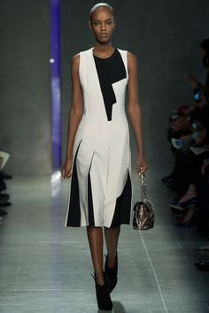 Bottega Veneta Fall 2014 Ready-to-Wear Fashion Show - Leila Nda Fashion Week, Runway Fashion, High Fashion, Fashion Show, Fashion Design, Milan Fashion, Review Fashion, Black White Fashion, Bottega Veneta