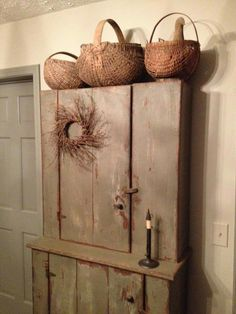 Lovely! Primitive Dining Rooms, Primitive Country Homes, Primitive Gatherings, Primitive Furniture, Prim Decor, Country Decor, Primitive Decor, Antique Cupboard, Old Crates