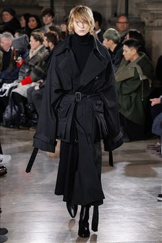 See all the Collection photos from Juun J Autumn/Winter 2017 Menswear now on British Vogue Fashion Week, Runway Fashion, Winter Fashion, Fashion Show, Fashion Design, Fashion Trends, Fashion Stores, Paris Fashion, Stylish Mens Fashion
