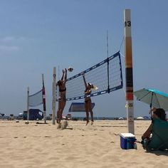 Watching collegiate sand volleyball athletes at the #queenofthebeachtournment #ncaa #usav #hermosa