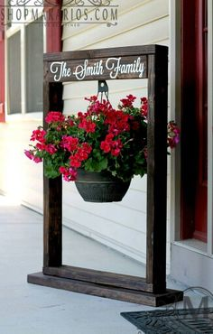 Learn to Launch your Carpentry Business - Hanging plant garden sign. Learn to Launch your Carpentry Business - Discover How You Can Start A Woodworking Business From Home Easily in 7 Days With NO Capital Needed! Outdoor Projects, Diy Projects, Outdoor Decor, Project Ideas, Outdoor Ideas, Diy Yard Decor, Summer Porch Decor, Pallet Projects Signs, Front Yard Decor