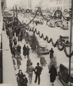Vintage photo of a snow covered street decorated for Christmas and shopping Old Time Christmas, Ghost Of Christmas Past, Christmas Scenes, Old Fashioned Christmas, Victorian Christmas, Xmas, Christmas History, Christmas Houses, Christmas Christmas