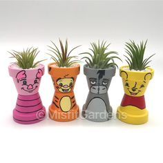 Winnie the Pooh und Freunde Mini Air Plant Holder Set mit Pflanzen Winnie the Pooh and Friends Mini Flower Pot Art, Flower Pot Design, Clay Flower Pots, Flower Pot Crafts, Painted Flower Pots, Painted Pots, Clay Pots, Flower Pot People, Clay Pot People
