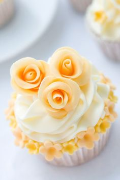 cupcake:little roses