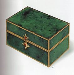#Fabergé  --  Jade Box  --  A 8.4 cm- long box with gold frames & two closures with two sapphire cabochons.  The box was purchased on December 1911 by Countess Hatzfeld, born Claire Huntington, at the Fabergé's subsidiary in London (A la Vieille Russie New York) .