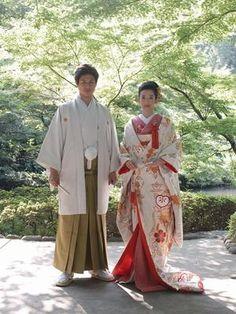 色打掛 Kimono Japan, Japanese Kimono, Japanese Outfits, Japanese Clothing, Wedding Kimono, Wedding Dresses, Japanese Couple, Japanese Wedding, Wedding Scene