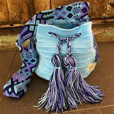 Tapestry Bag, Tapestry Crochet, Knitted Poncho, Knitted Bags, Trendy Accessories, Crochet Accessories, Shabby Chic Art, Hippie Bags, Crochet Handbags