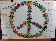 Οι κατασκευές μας για φέτος Η ελληνική σημαία φτιαγμένη από τα χεράκια μας Διακοσμητικά καδράκια σε συνδυασμό με ... Peace Crafts, 28th October, School Tool, Remembrance Day, Art Activities, Cool Art, Arts And Crafts, Fun, Kindergarten