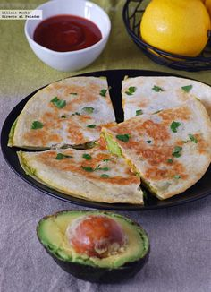 Quesadillas de aguacate y queso emmental. Receta