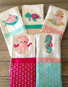 Baby Doll Nursery, Baby Dolls, Baby Sewing Projects, Sewing Ideas, Embroidery Applique, Machine Embroidery, Baby Beds, Baby Burp Cloths, Sewing Basics