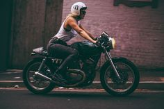 Girls With Yamaha Cafe Racer Yamaha Cafe Racer, Moto Cafe, Yamaha Bikes, Cafe Racer Motorcycle, Motorcycle Girls, Women Riding Motorcycles, Old Motorcycles, Riding Bikes, Cafe Racer Style