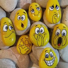 70 Favorite Rock Art Design Ideas Perfect For Beginners - Crafts - Art World Pebble Painting, Pebble Art, Stone Painting, Emoji Painting, Stone Art Painting, Stone Crafts, Rock Crafts, Arts And Crafts, Art Rupestre