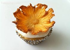 Cómo hacer flores de piña. Siempre que hacemos cupcakes queremos hacer los lo más originales posible y ademas que estén buenísimos, si quieres sorprender
