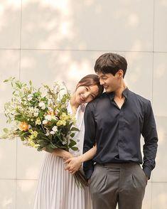 Korean Wedding Photography, Couple Photography Poses, Pre Wedding Poses, Pre Wedding Photoshoot, Couples Poses For Pictures, Korean Couple Photoshoot, Post Wedding, Kebaya, Characters