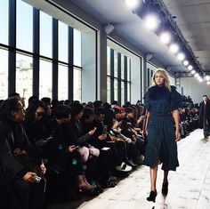 Super adorable #GigiHadid walking in this beautiful teal @michaelkors ensemble. #allaccesskors #nyfw