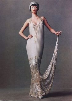 Roaring Twenties Style Wedding Dresses Also Long Flapper Style Dress 1920s Pinterest : Roaring Twenties Style Wedding Dresses