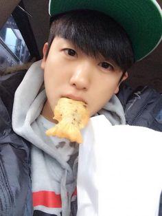 Park Hyung Sik - caught snacking, again Park Hyung Sik, The Heirs, Asian Actors, Korean Actors, Korean Dramas, Park Hyungsik Hot, Strong Woman Do Bong Soon, Yongin, Park Bo Young
