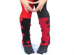You´ll feel like Queen of Hearts with these lovely spats. Pick the colour of the buttons and hearts and the fabric. You can be warm and awesome