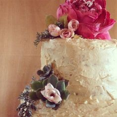 succulent wedding cake Succulent Wedding Cakes, Vermilion Red, Apple Cake, Succulents, Desserts, Food, Tailgate Desserts, Deserts, Essen