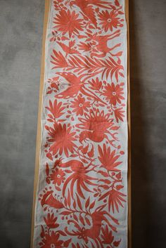 Table or bed runner, hand embroidered. Otomi handicraft from Tenango. We can combi Mexican Home Decor, Mexican Art, Bed Runner, Southwestern Style Decor, Common Birds, The Settlers, This Is Us Quotes, Leather Handle, Cushion Covers