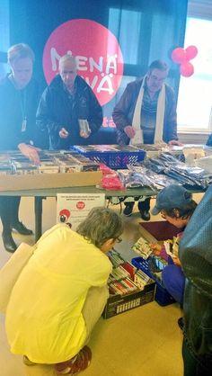Yle Tampereen avointen ovien päivässä kävi satoja vieraita 1.11.2013. Nenäpäivä-keräykseen myydyt cd:t kiinnostivat. #Tampere