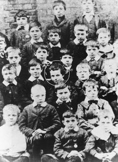 English comic actor Charlie Chaplin - third row from front, third from left) at age 7 with fellow pupils at Hanwell Poor Law School, London Charlie Chaplin, Steampunk Boy, Silent Screen Stars, John Hawkes, My Autobiography, Charles Spencer Chaplin, Cinema, Bad Memories, Tumblr