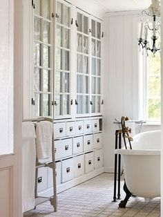 Weekend Escapades: dreamy white bathrooms