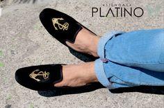 Loafers hechos en México negro diseño ancla $699 de venta exclusiva en Tiendas Platino  www.tiendasplatino.com.mx www.facebook.com/tiendaplatino #HechoenMexico #Loafers #LoafersMexico #Slippers #SlippersMexico #Modamexicana #menstyle #mensfashion #modahombres #calzadomexico #mexico #ropamexicana #menswear #men #calzado #Platino #Cassiusshoes  #TiendasPlatino #fashion #shoes #menstyle #menshoes #style #look