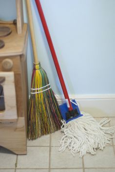 Detailed model for broom and modern mop (image only) Source: Sew Liberated @ Flickr