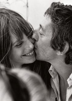 Jane Birkin and Serge Gainsbourg, photo: Tony Frank Serge Gainsbourg, Gainsbourg Birkin, Charlotte Gainsbourg, Estilo Jane Birkin, Jane Birkin Style, Tony Frank, Hippie Man, Vintage Couples, Music Do