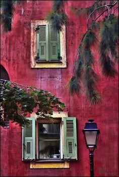 Provence Detalhe da janela.....abertura na parte inferior....