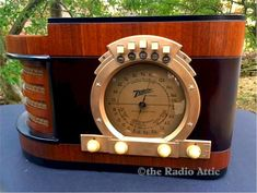 """Here's a beautiful Zenith """"Stars & Stripes"""" pre-War completely refinished model from This particular Zenith is highly prized among seriou. Radio Vintage, Antique Radio, Radio Record Player, Record Players, Art Deco Kitchen, Lps, Tv Set Design, Radio Antigua, Radios"""