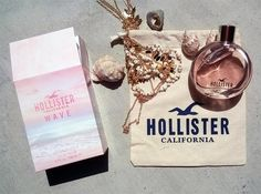 Hollister packed sun and beach impressions into the new scent 'Wave'. The clothing label is known for its Southern Californian surfer, skater style designed for a young target group. The new fragrance 'Wave' is as light-hearted as youth at the beach! The girls' fragrance... In Austria, the eau de parfum 'Wave' will be available from mid-June 2016 at Müller.