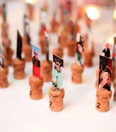 Usa fotos de tus invitados para indicarles cual es su mesa