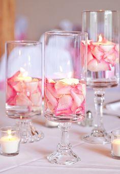 Hochzeit Tischdeko - Schwimmkerzen und Rosen Blütenblätter