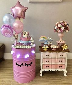 Love the barrel and balloons for a unicorn party! Pony Party, Unicorn Birthday Parties, Girl Birthday, Festa Party, Snacks Für Party, Birthday Decorations, Party Planning, Party Time, Party Ideas