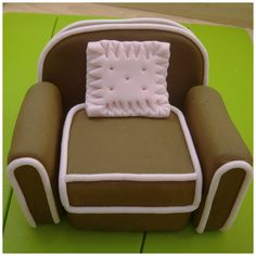 How to Make a Arm Chair Cake Topper from Rice Crispie Treats, Sugarpaste...