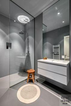 Shower Mirror, Minimalist Interior, Walk In Shower, Bathroom Inspiration, Toilet, Bath Time, New Homes, Bathtub, House