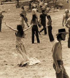 images about Woodstock on Woodstock Hippies, Woodstock Music, Woodstock Festival, Woodstock Photos, 1969 Woodstock, Happy Hippie, Hippie Love, Hippie Bohemian, Hippie Style