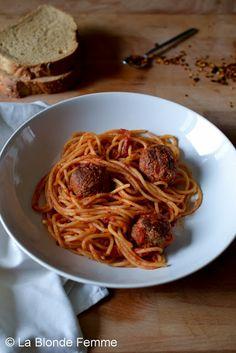 La Blonde Femme: Ricordi di una bambina che non amava la scuola materna - Spaghetti con le polpette della cuoca Lucia