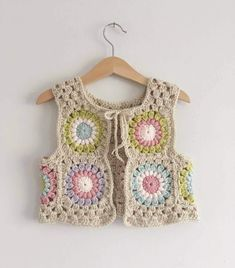 I just can't get enough of this waistcoat 💕❤💗 I mean just look at the back of it. I love love a good sunburst with the rose pink yarn, it's one of my most favourite of colours to crochet with, it never disappoints 🙌🏻🙌🏻🙌🏻 Crochet Waistcoat, Cardigan Au Crochet, Gilet Crochet, Crochet Jacket, Knit Crochet, Crochet Vests, Crochet Tops, Crochet Girls, Crochet For Kids